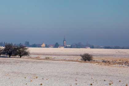 Weite Winterlandschaft am Morgen