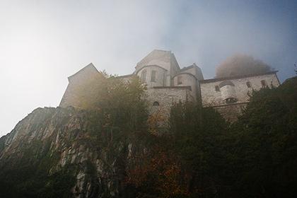 Kirche auf einem Felsen